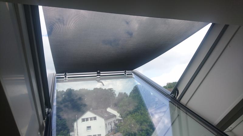 Dachflächenfenster mit Hitzeschutz-Markise